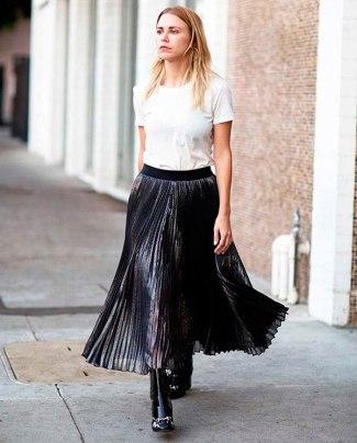 street-style-saia-metalica-tshirt-branca